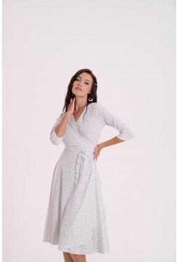 Легкое платье на запах белого цвета