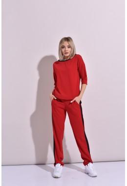 Спортивный костюм с контрастной отделкой красный
