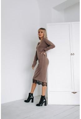 Теплое платье прямого кроя
