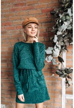 Теплое платье с карманами зеленого цвета