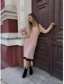 Теплое платье с кружевом цвета пудра