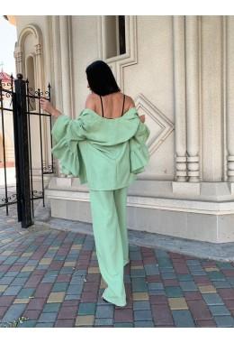 Брючный оливковый костюм из габардина