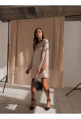 Изящное бежевое платье