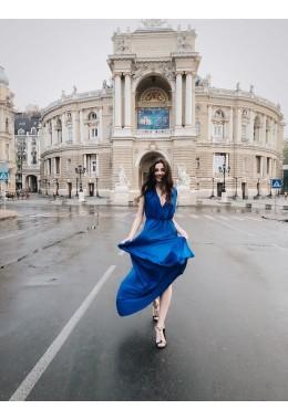 Шелковое платье в пол цвета электрик