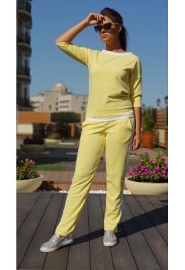 Спортивный костюм с контрастной отделкой желтого цвета