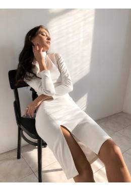 Облегающее белое платье с разрезом