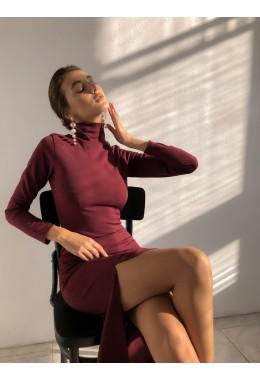 Облегающее платье с разрезом цвета марсала