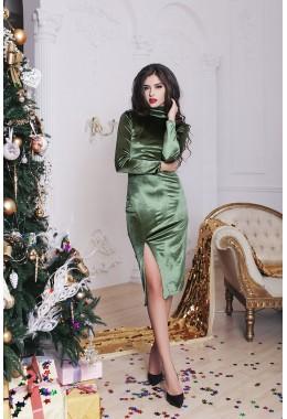 Платье оливковое бархатное с разрезом