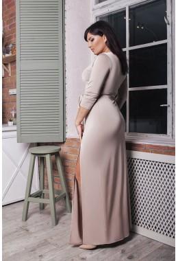 Вечернее нюдовое платье с разрезами