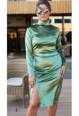 Платье под горлышко оливкового цвета