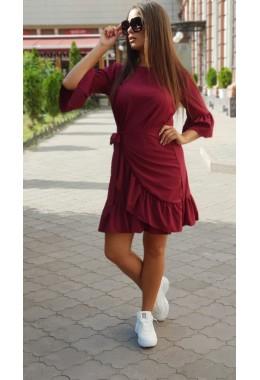 Стильное платье с рюшами цвета марсала